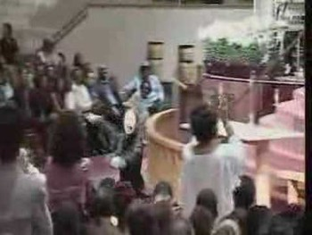 "Gospel Mime Ministry: Eunique Jones to ""Oh What Love!"""