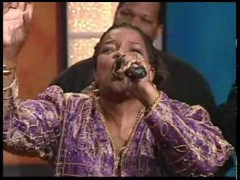 Shirley Caesar sings BLESSED ASSURANCE
