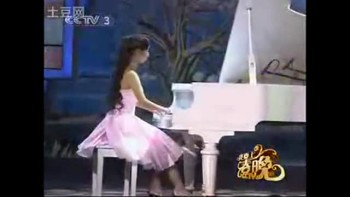Girl plays piano with no fingers on one hand