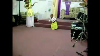 1 YEAR OLD BABY PRAISE DANCE