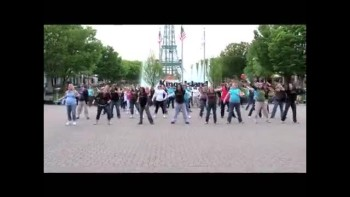 Pregnant Mom Flash Mob!