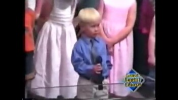 Adorable and Funny! 3-year-old sings National Anthem