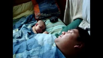 Funny - Dad's snore wakes baby