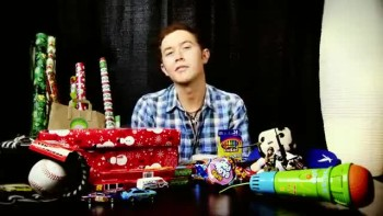 Scotty McCreery Packs a Shoebox with Operation Christmas Child