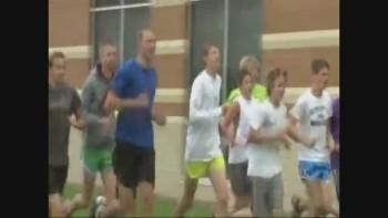 Runner helps injured opponent