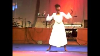 Powerful Mother & Daughter Praise Dance!
