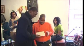 Bears LB Surprises Teen at Church