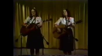 Suzie Frey & Loïs Kerr - Crois et obéi