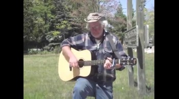 Homeless Traveler From New York singing Amazing Grace