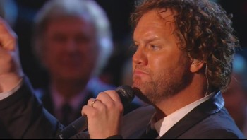 David Phelps and Gaither Vocal Band - He's Alive (Live)