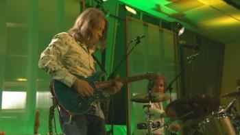 The Oak Ridge Boys - Closer to Home (Live)