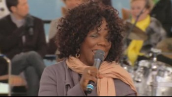 Lynda Randle, David Phelps and Reggie Smith - His Eye Is On the Sparrow [Live]