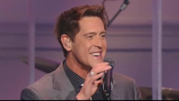 Ernie Haase Signature Sound - My Heavenly Father Watches Over Me [Live]