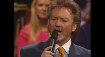 Larry Gatlin - Lay Them Down [Live]