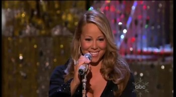 Mariah Carey Performs O Holy Night