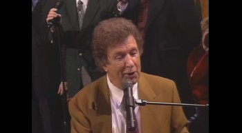 Gaither Vocal Band and Jake Hess - I'm Gonna Keep On [Live]