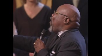 Lynda Randle, Mom Winans, Vestal Goodman and Bishop Jakes - His Eye Is on the Sparrow [Live]