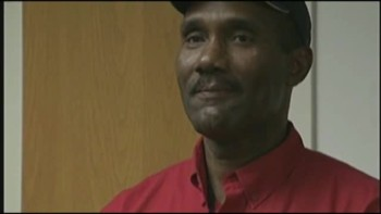 Airport Worker Turns in $13K and iPad, Gets Reward