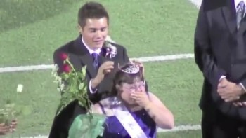 Student with Down Syndrome Crowned Homecoming Queen - INCREDIBLY TOUCHING!