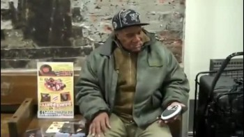 Homeless Man Stuns Travelers With Astonishing Voice