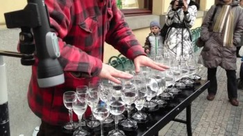 A Street Artist Makes Heavenly Music With Crystal Glasses