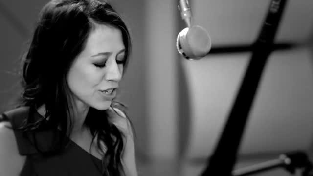 Kerrie Roberts - Keep Breathing [Live]