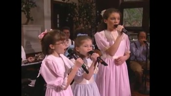 Bill  Gloria Gaither -Farther Along (feat. The Peasall Sisters) [Live]