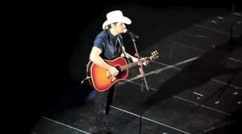 Brad Paisley Sings A Ful Easter Clic The Old Rugged Cross