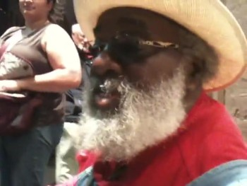 Street Performer Grandpa Elliott Sings Amazing Grace - GOOSEBUMPS!