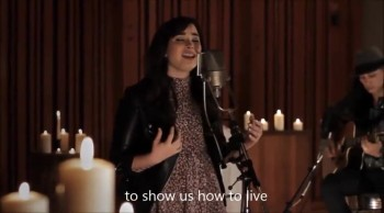 Demi Lovato Beautifully Sings Angels Among Us for the Newtown Victims