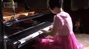 Girl Overcomes 4-Finger Disability to Become a Concert Pianist
