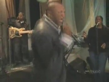 "Donnie McClurkin Gives Anointed Performance of ""I Call You Faithful"""