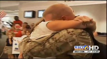 Soldier Returns From a Year Deployment to See His Wife 150lbs Lighter!