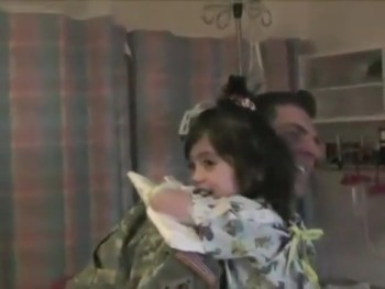 Soldier Surprises His Sick Daugher in the Hospital - PRECIOUS Reaction!