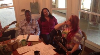 Wynonna Sings Testify to Love Right in Her Kitchen!