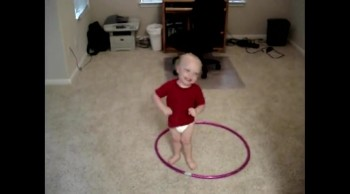 The Hula Hoop Baby - THIS IS HYSTERICAL!
