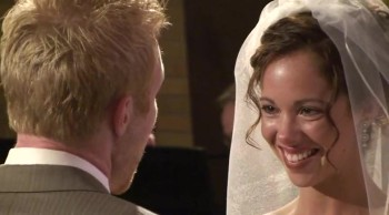 Groom Sings a Breathtaking Song to His Bride on the Altar