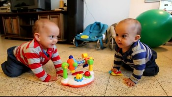Baby Twins Love Dancing to Music! This Will Make Your Day!