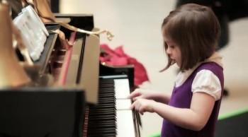 Magical Piano Brings Christmas Cheer
