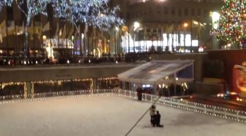 Strangers Witness a Romantic Mystery Proposal in NYC - Simple, but Sweet <3