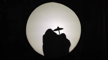 """Amazing Hand Shadows of Frank Sinatra """"Fly me to the moon"""""""