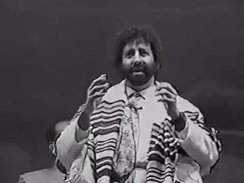 Jonathan Cahn Shares with Multitiudes in India