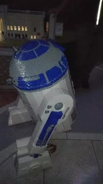 R2D2 at Lego Land