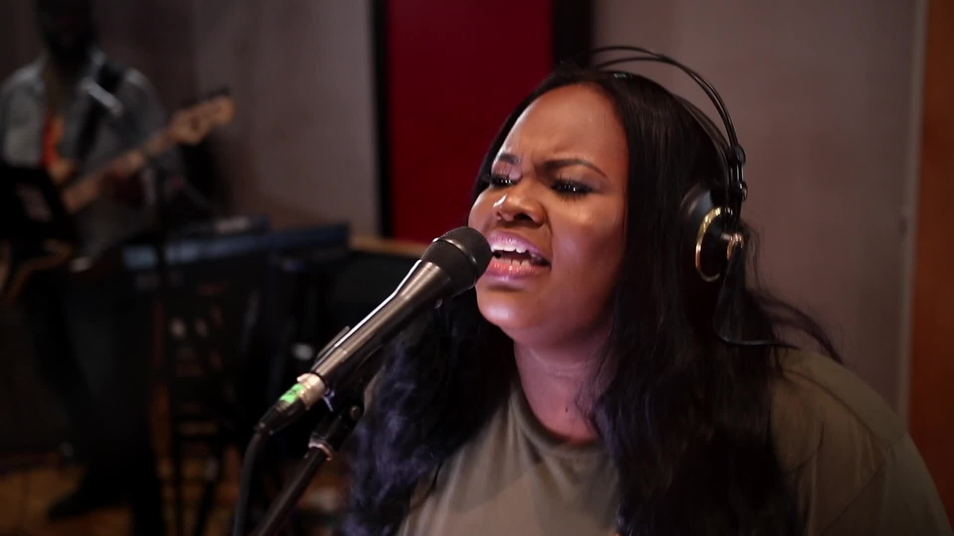 Tasha Cobbs Leonard - The Name Of Our God