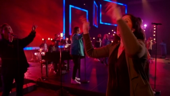 Hillsong Worship - Mighty To Save