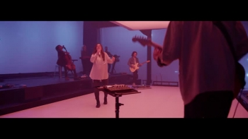 Kari Jobe - Love So Holy