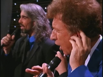 Bill & Gloria Gaither - Jesus On the Mainline (feat. Gaither Vocal Band) [Live]