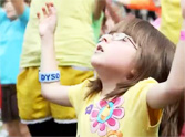 Hundreds of Children Praise Jesus in This Easter Flash Mob