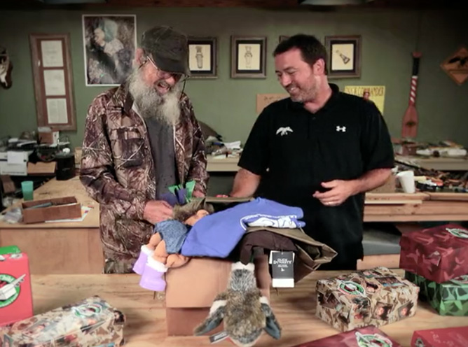 Vietnam Veteran & Duck Commander's Si Robertson Gets in the Christmas Spirit