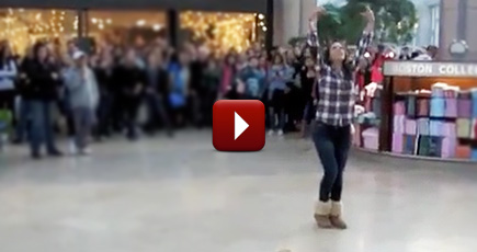 One Girl Starts an Awesome Flash Mob Mashup in the Mall